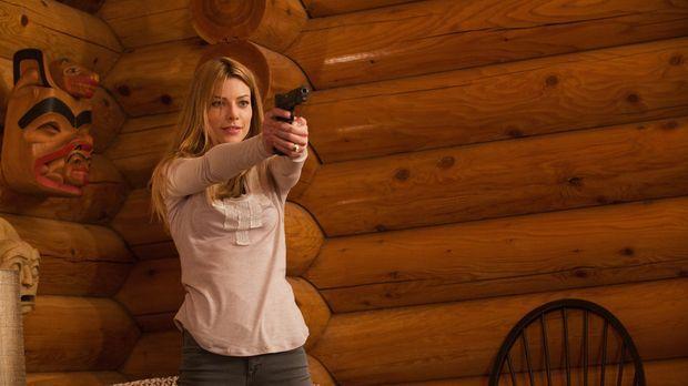 Hat den Auftrag ihren Mann umzubringen: Angie (Lauren German) ... © 2011  War...