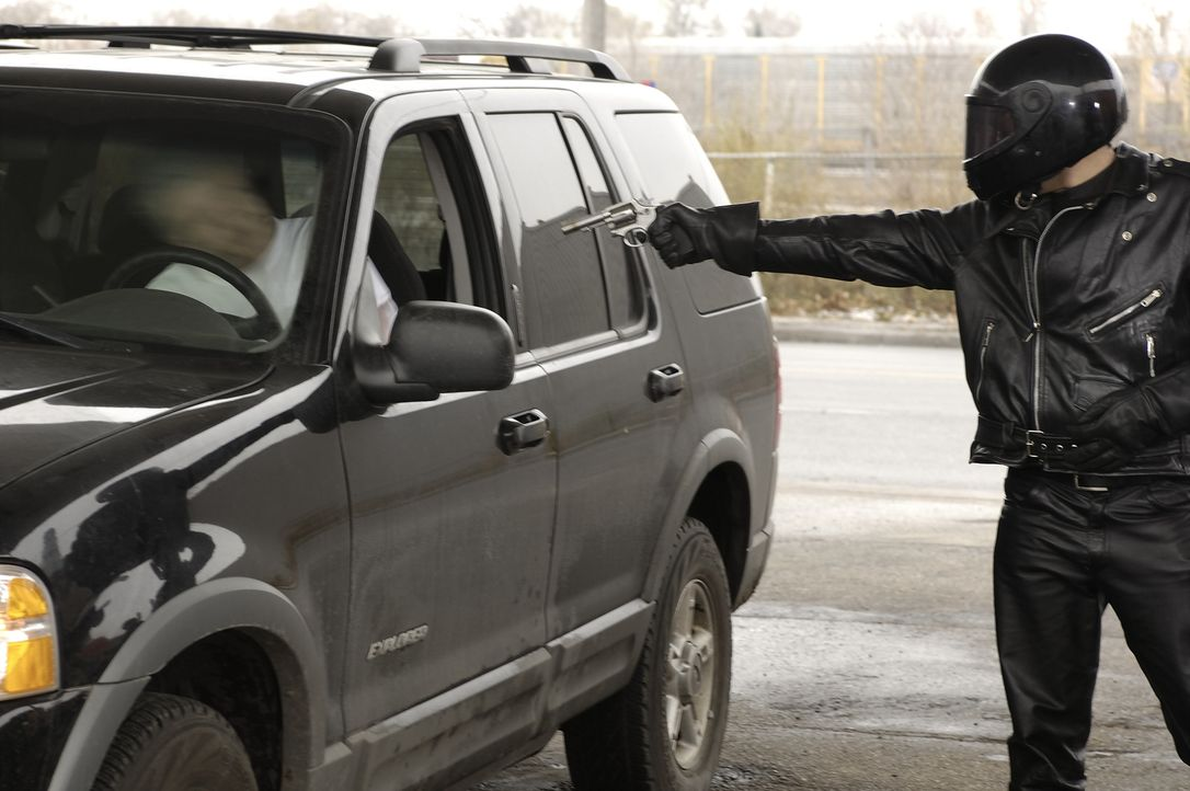 Der 40-jährige Jeff Zack (Mark Robertson, l.) wird von einem Unbekannten erschossen. Die Polizei findet schnell heraus, dass Jeff bei seinem Mitmens... - Bildquelle: Ben Mark Holzberg Cineflix 2007