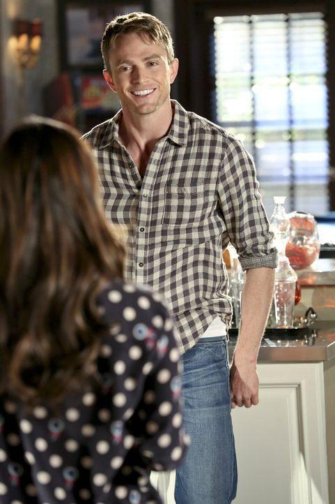 Wade Kinsella (Wilson Bethel, r.) erzählt Zoe (Rachel Bilson, l.) von seinem Vorhaben, an Lavons Wettbewerb teilzunehmen ... - Bildquelle: Warner Bros.
