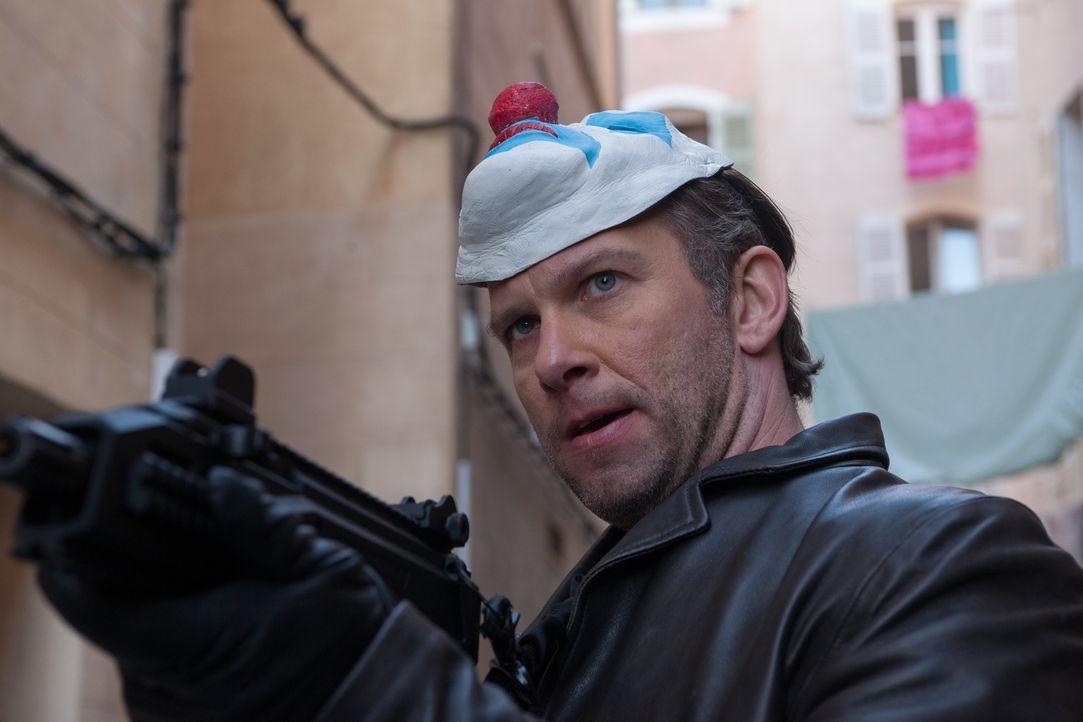 Hegt einen infamen Plan: Ausbrecher Lucien (Yann Sundberg) ... - Bildquelle: Francois Lefebvre Tandem Productions GmbH. TF1 Production SAS. All rights reserved