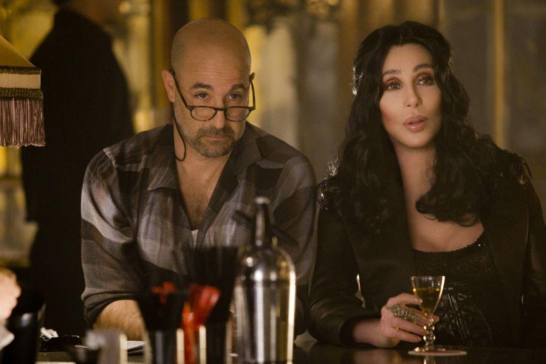 Tanzen kann Ali, aber von ihrer Stimme sind Sean (Stanley Tucci, l.) und Tess (Cher, r.) noch viel mehr begeistert ... - Bildquelle: 2010 Screen Gems, Inc. All Rights Reserved.