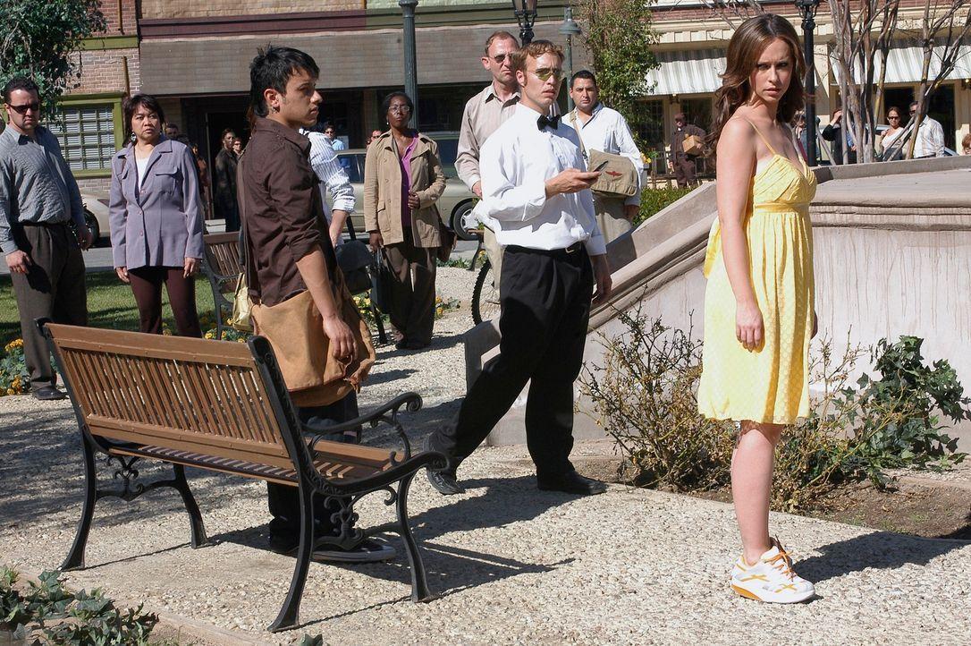 Melinda Gordon (Jennifer Love Hewitt, r.) macht sich große Sorgen um ihre Freundin Delia … - Bildquelle: ABC Studios