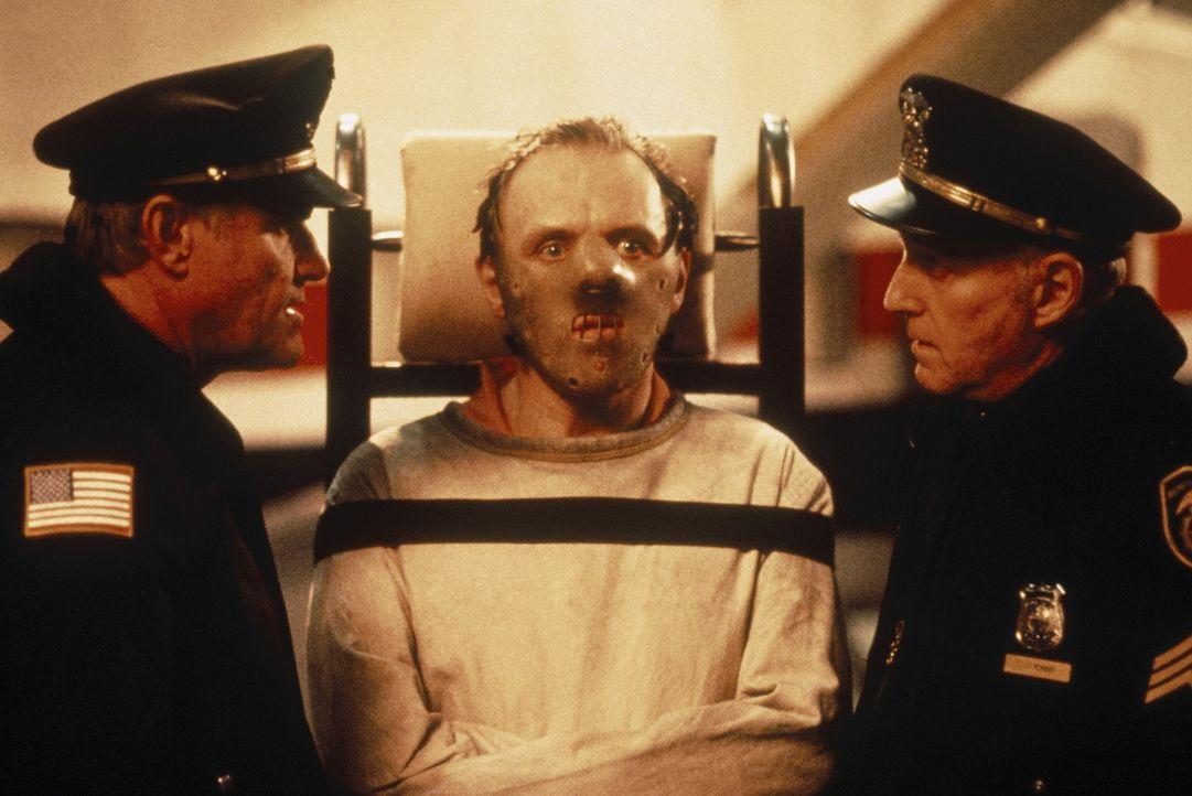 Dr. Hannibal Lecter (Anthony Hopkins) sitzt seit Jahren im Hochsicherheitstrakt eines psychiatrischen Gefängnisses, weil der geniale Psychiater irg... - Bildquelle: Orion Pictures Corporation