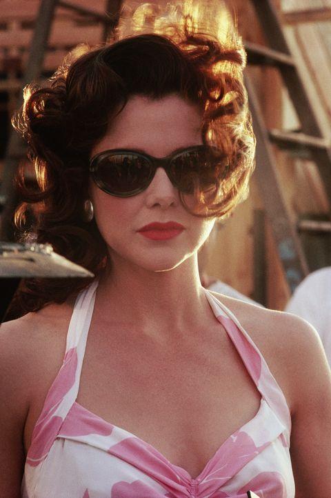 Die attraktive Schauspielerin Virginia (Annette Bening) weiß genau, wie sie die Männer um den kleinen Finger wickeln kann ... - Bildquelle: CPT Holdings, Inc. All Rights Reserved.