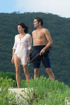 Long Weekend - Eigentlich wollten Peter (James Caviezel, r.) und Carla (Claud...