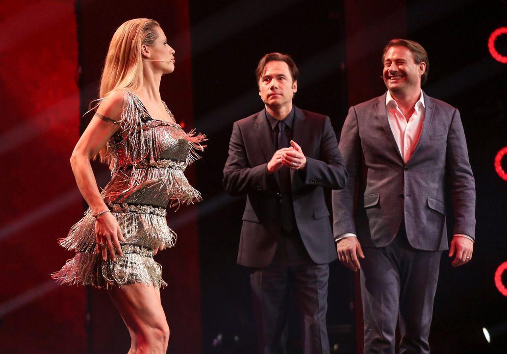 Da staunen Michael Bully Herbig (M.) und Sasha (r.) nicht schlecht: Michelle Hunziker (l.) legt eine Tanzperformance aufs Parkett ... - Bildquelle: Jens Hartmann SAT.1