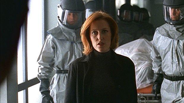 Scully (Gillian Anderson) sorgt dafür, dass die drei in der Bostoner U-Bahn g...