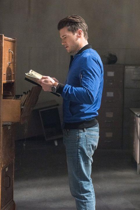Während sich Nate (Nick Zano) und das Team um die Wiederherstellung der Zeitschiene bemühen, ist Sara zwischen ihren Rachegelüsten und ihrer Aufgabe... - Bildquelle: Warner Brothers