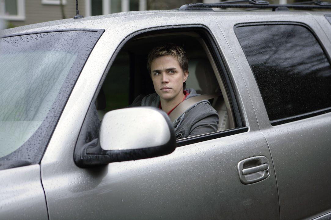 Er würde nur zu gern wissen, wo sich sein Freund immer herumtreibt. Als Declan (Chris Olivero) sich aufmacht, Kyle nachzuspüren, bringt er nicht n... - Bildquelle: TOUCHSTONE TELEVISION