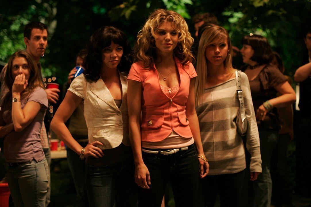 Was haben Suzie (AnnaLynne McCord, M.) und ihre Freundinnen vor?