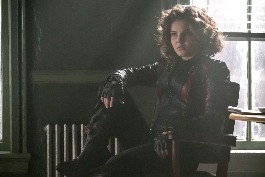Als Kyle (Camren Bicondova) gezwungen wird, einen Deal einzugehen und geheime Informationen zu verraten, versucht sie dennoch auszuhandeln, dass Ivy... - Bildquelle: Warner Brothers