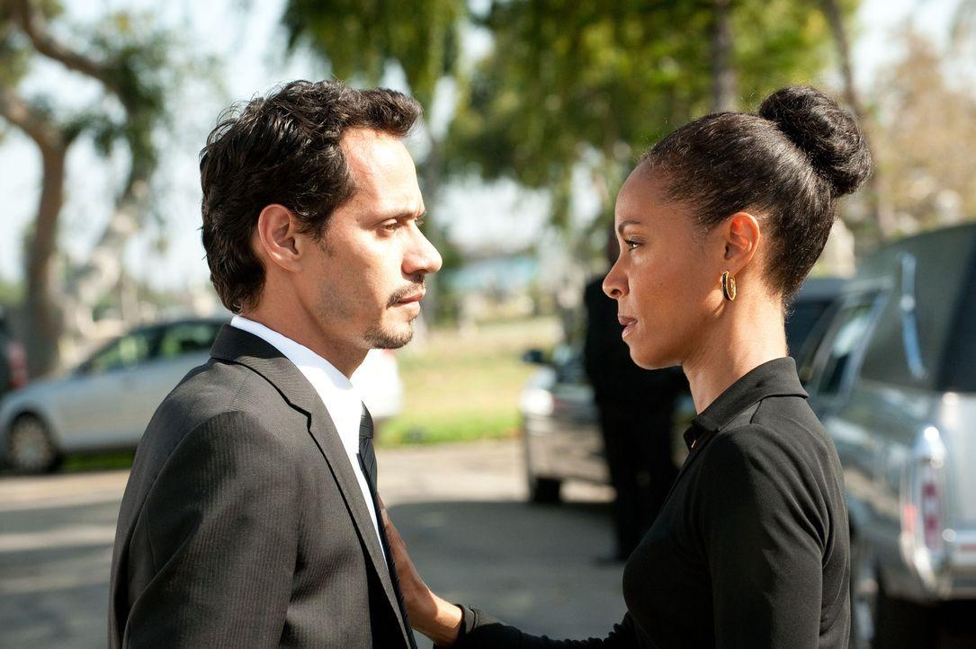 Nick (Marc Anthony, l.) setzt Christina (Jada Pinkett Smith, r.) ein bisschen unter Druck. Er möchte gern wissen woran er mit ihr ist. - Bildquelle: Turner  Network Television. A Time Warner Company. All Rights Reserved.