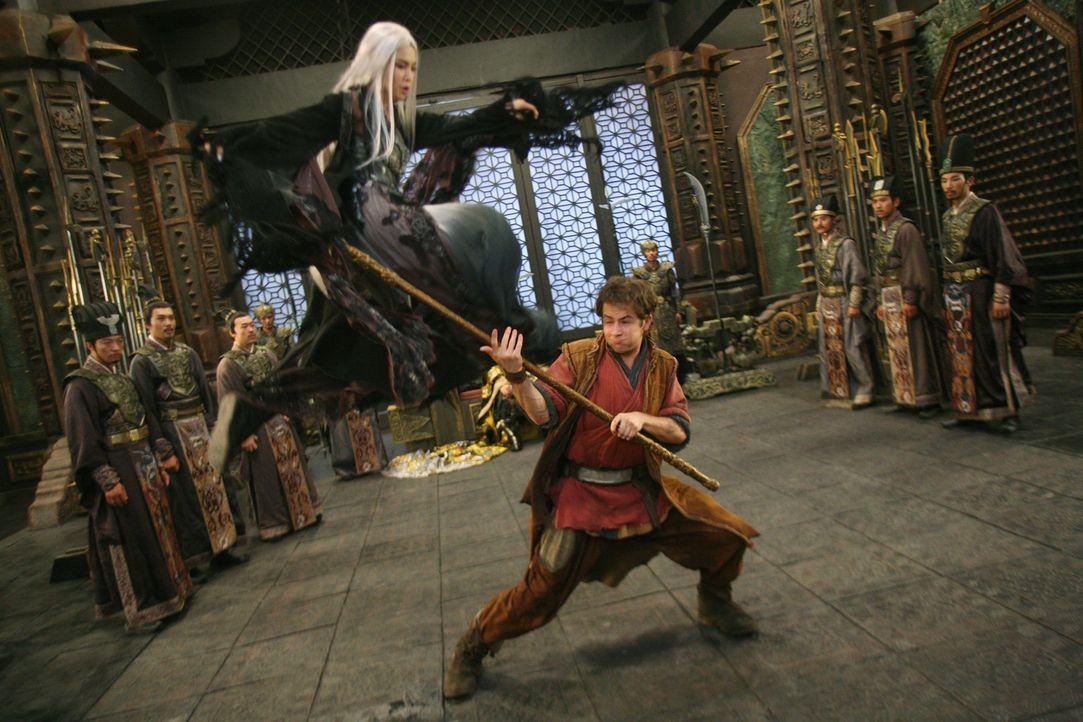 Um an den goldenen Stab zu kommen, setzt der Jade-Kriegsherr seine beste Kopfgeldjägerin Ni Chang (Bingbing Li, oben l.) auf den jungen und unerfah... - Bildquelle: 2008 J&J Project LLC. ALL RIGHTS RESERVED.