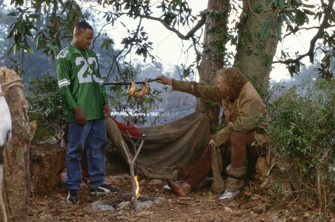 Eines Tages gerät der Mitarbeiter eines Mittelalter-Erlebnisparks, Jamal (Martin Lawrence. l.), direkt ins echte dunkle Mittelalter und muss sich fo... - Bildquelle: 20th Century Fox