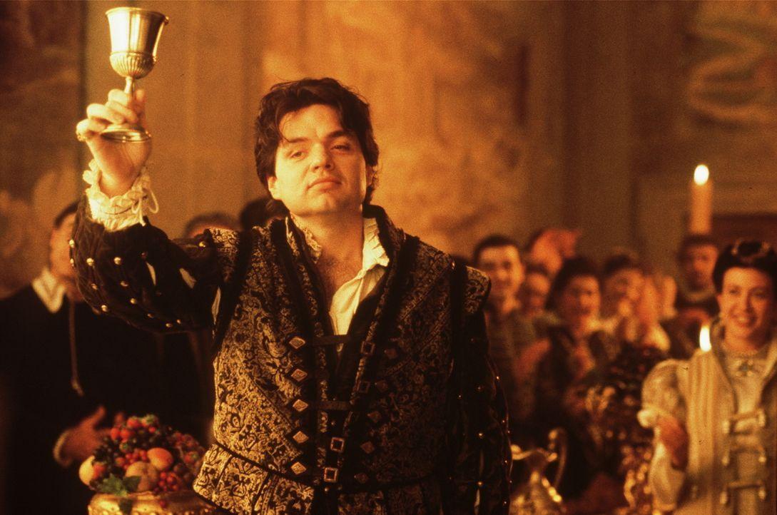 Genau wie die schöne Kurtisane Veronica Franco lebt auch Maffio Venier (Oliver Platt, M.) nur von der Gunst reicher, venezianischer Adeliger ... - Bildquelle: Warner Bros.