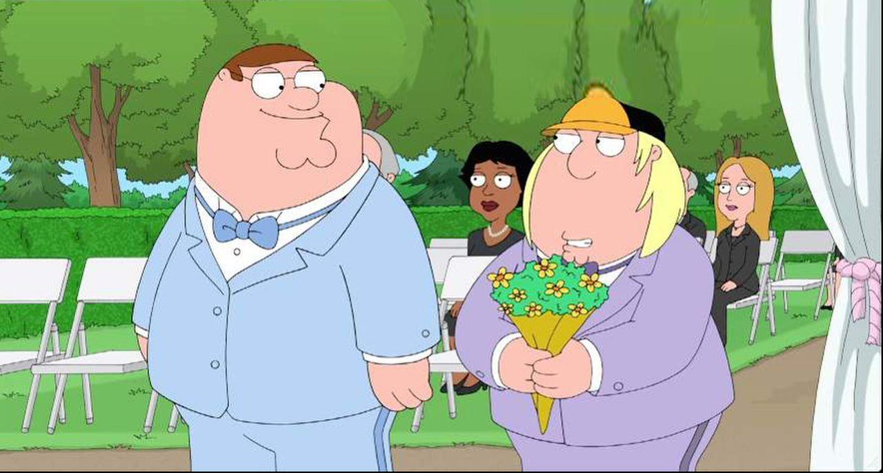 Da Chris (r.) zum Alleinerben des Pewterschmidt-Vermögens gemacht wurde, versucht Peter (l.) alles, um auch etwas davon zu bekommen ...