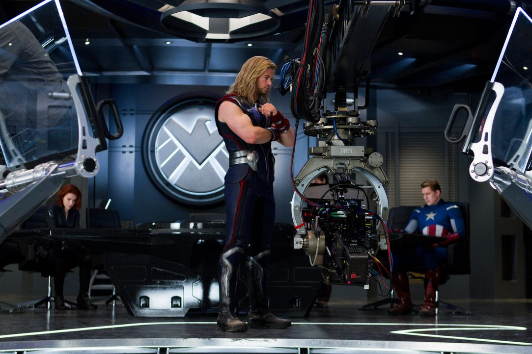 the-avengers-set-007-2011-mvlffllc-tm-2011-marveljpg 2000 x 1333 - Bildquelle: 2011 MVLFFLLC TM & 2011 Marvel