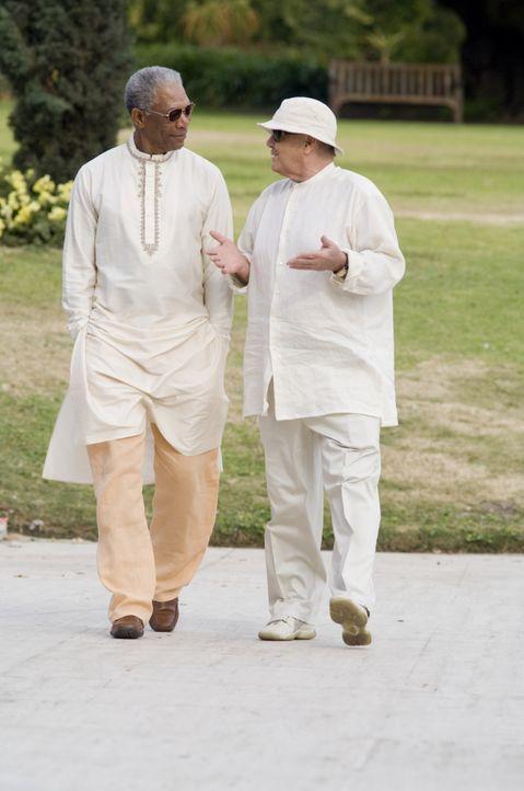 Edward (Jack Nicholson, r.) und Carter (Morgan Freeman, l.) verbindet ein gemeinsames Schicksal ... - Bildquelle: TM and   2007 Warner Bros. Entertainment Inc. All Rights Reserved.