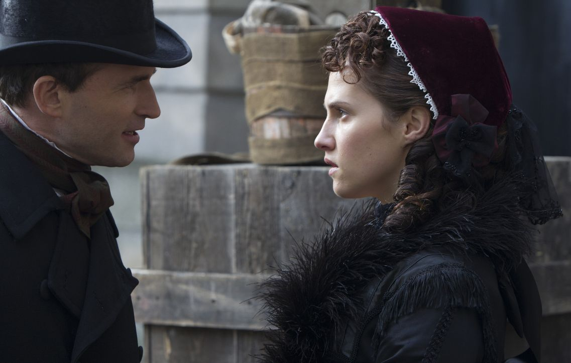 Durch das Erscheinen von Matt im Jahre 1868 bekommt Emily (Ruth Bradley, r.) Probleme mit Henry (Stephen Hogan, l.) ... - Bildquelle: ITV Plc