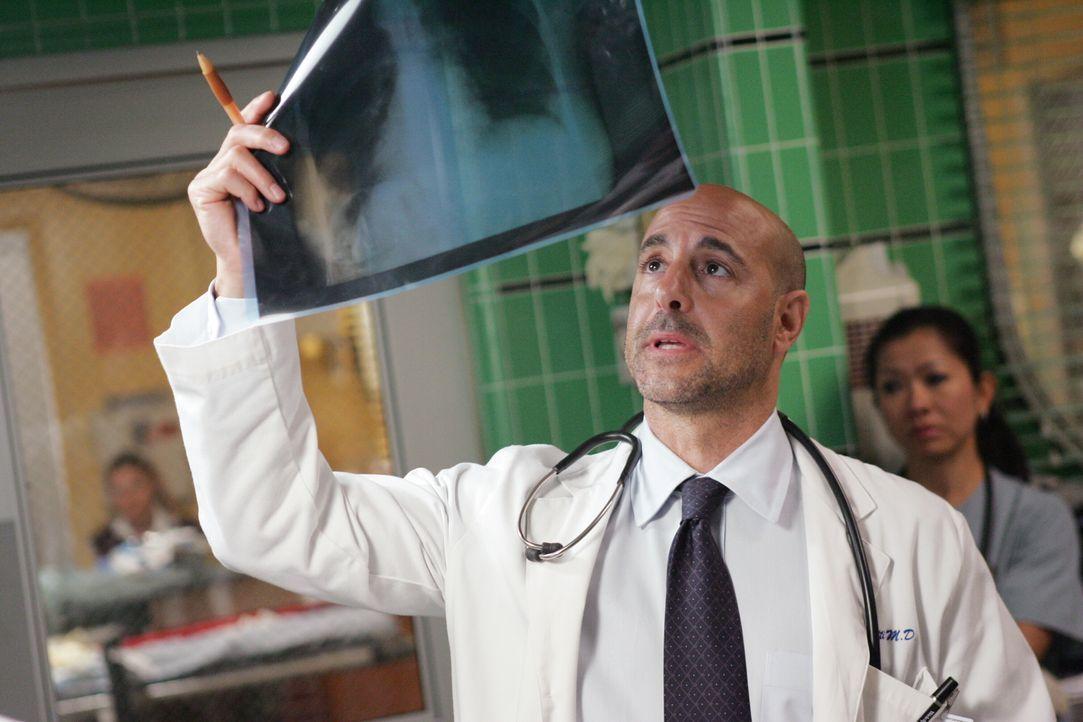 Gewillt, Leben zu retten: Dr. Kevin Moretti (Stanley Tucci) ... - Bildquelle: Warner Bros. Television