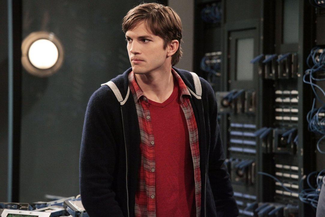 Macht einen großen Fehler, als er Jake und Eldridge bei sich in der Firma arbeiten lässt: Walden (Ashton Kutcher) ... - Bildquelle: Warner Brothers Entertainment Inc.