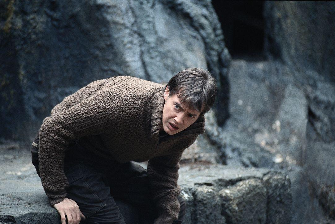 Todesmutig versucht Luke (Jason London), Elizabeth aus Draculas Schloss zu befreien ... - Bildquelle: Buena Vista Home Entertainment, Inc. All rights reserved