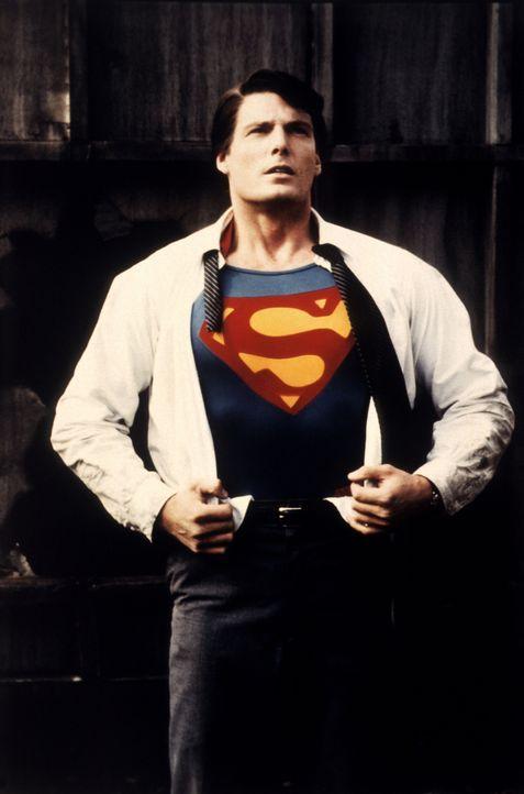 Während ein Verbrecher mit Hilfe eines Supercomputers ungestört die gesamte Weltwirtschaft unter seine Kontrolle zu bringen versucht, kämpft Superma... - Bildquelle: Warner Bros.