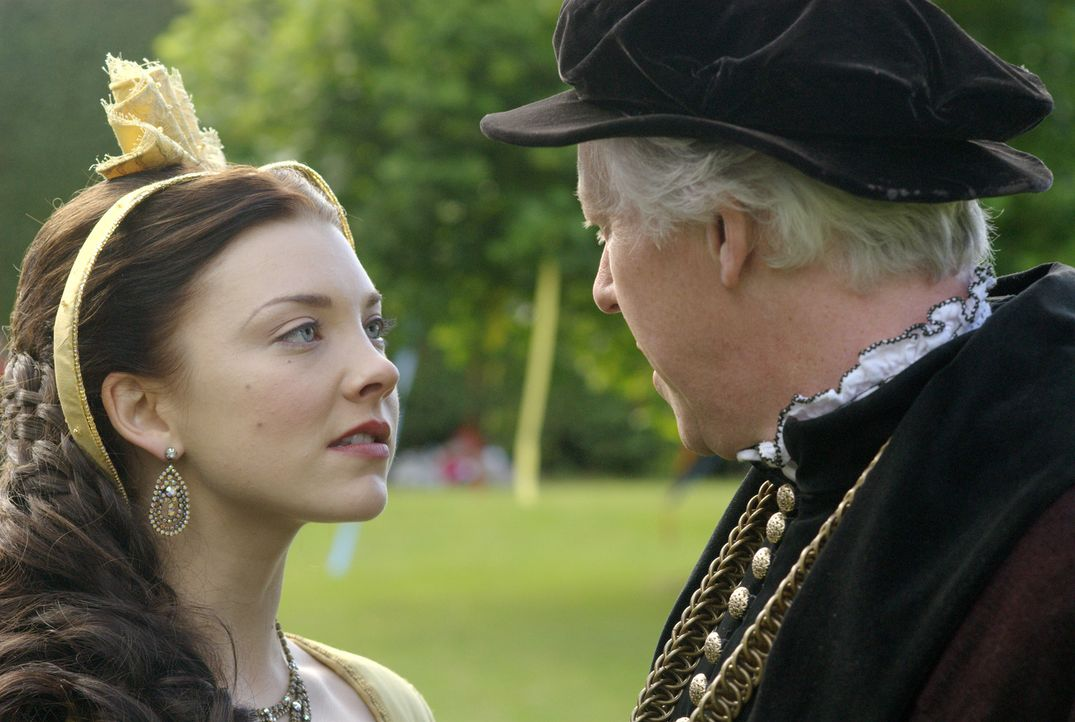 Glauben an der Pforte zu einer goldenen Welt zu stehen: Anne (Natalie Dormer, l.) und ihr Vater Sir Thomas Boleyn (Nick Dunning, r.) ... - Bildquelle: 2008 TM Productions Limited and PA Tudors II Inc. All Rights Reserved.