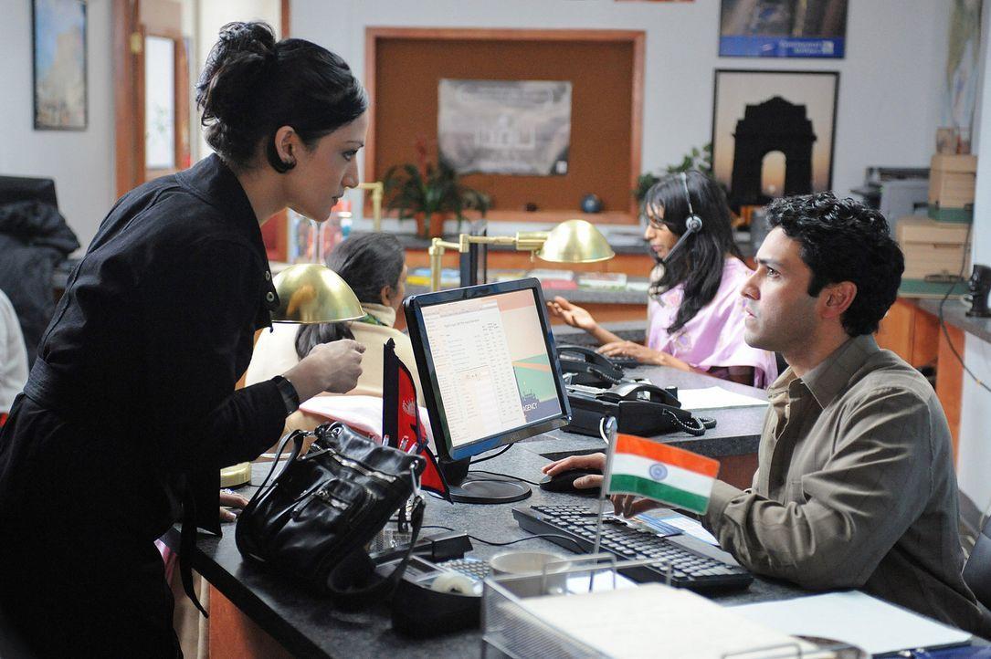 Alicias Nachbar Amal (Sanjit de Silva, r.) soll in Geschäfte mit gefälschten Papieren verwickelt sein. Zu allem Unglück stellt sich auch noch her... - Bildquelle: CBS Studios Inc. All Rights Reserved.