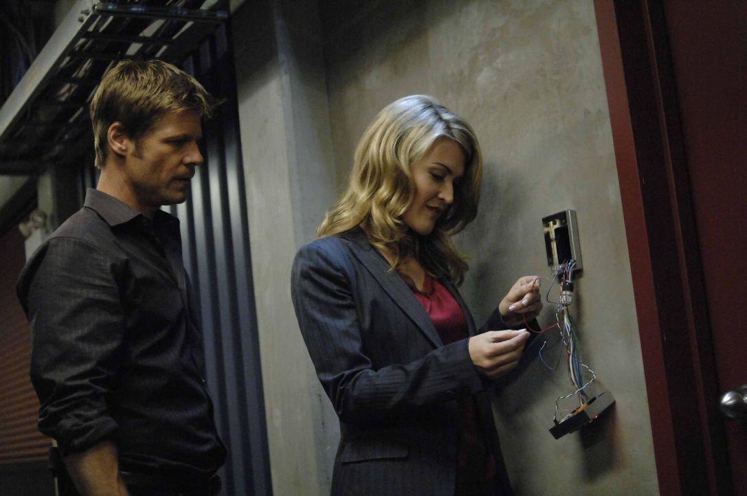 Kann Tom (Joel Gretsch, l.) Meghan (Jenni Baird, r.) wirklich vertrauen? - Bildquelle: Viacom Productions Inc.