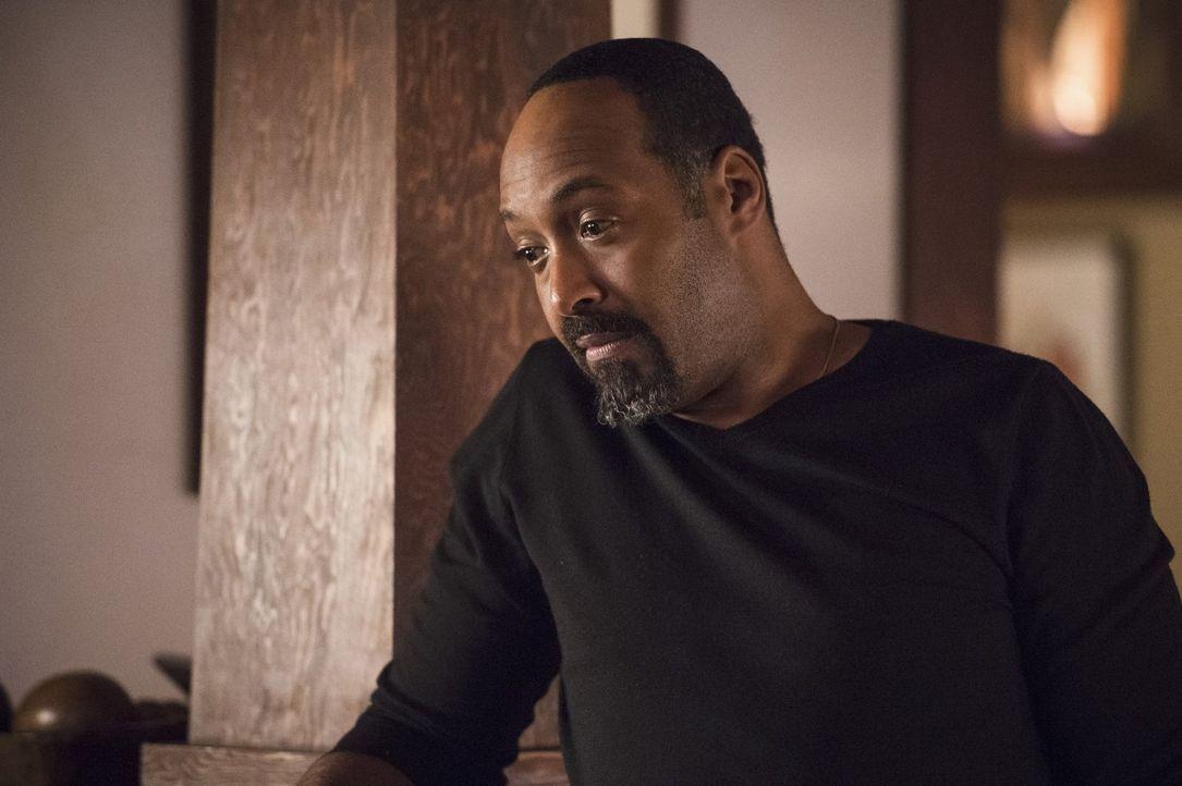 Eigentlich haben sich Barry und Cisco vorgenommen, nicht über die Doppelgänger ihrer Freunde zu sprechen, doch Joe (Jesse L. Martin), Iris und auch... - Bildquelle: Warner Bros. Entertainment, Inc.
