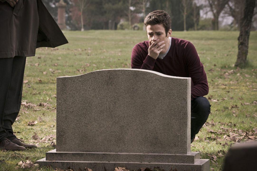Selbst in der mysteriösen Zwischenwelt wird Barry (Grant Gustin) mit dem Tod seiner Mutter konfrontiert, während sich Iris in der realen Welt als Lo... - Bildquelle: Warner Bros. Entertainment, Inc.