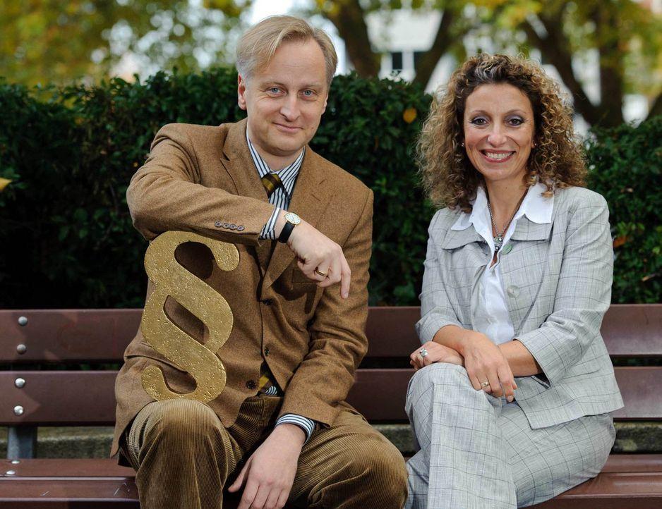 Die Rechtsanwälte Funda Bicakoglu (r.) und Carlos A. Gebauer (l.) setzen sich mit Leib und Seele für ihre Mandanten ein. - Bildquelle: Willi Weber SAT.1