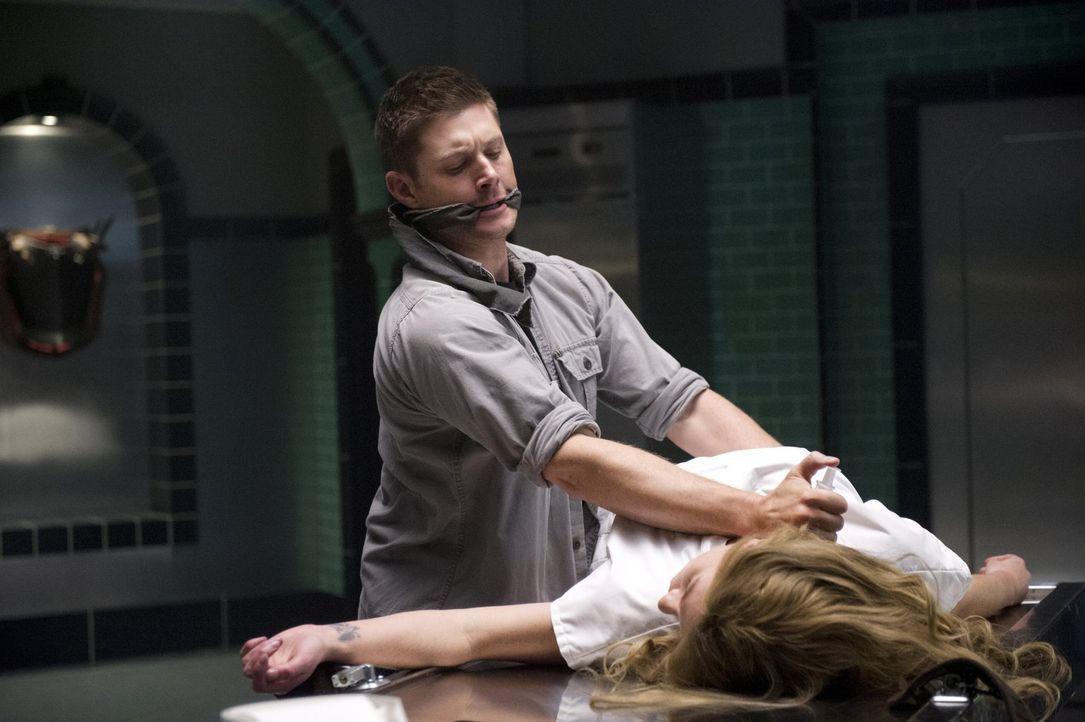 Dean (Jensen Ackles, l.) entschließt sich, in Sachen Familie Styne die Dinge selber in die Hand zu nehmen und stattet deren besonderem OP-Saal und i... - Bildquelle: 2016 Warner Brothers