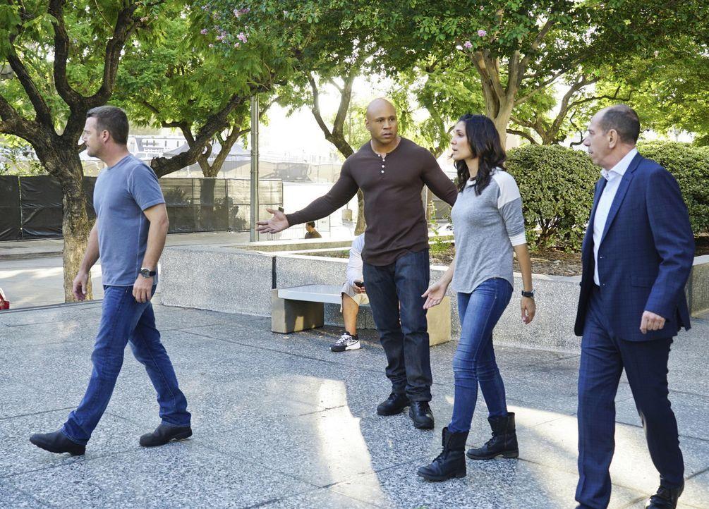Nachdem Deeks verhaftet wurde und unter Verdacht steht, seinen ehemaligen Partner ermordet zu haben, versuchen Sam (LL Cool J, 2.v.l.), Callen (Chri... - Bildquelle: Richard Cartwright 2015 CBS Broadcasting, Inc. All Rights Reserved.
