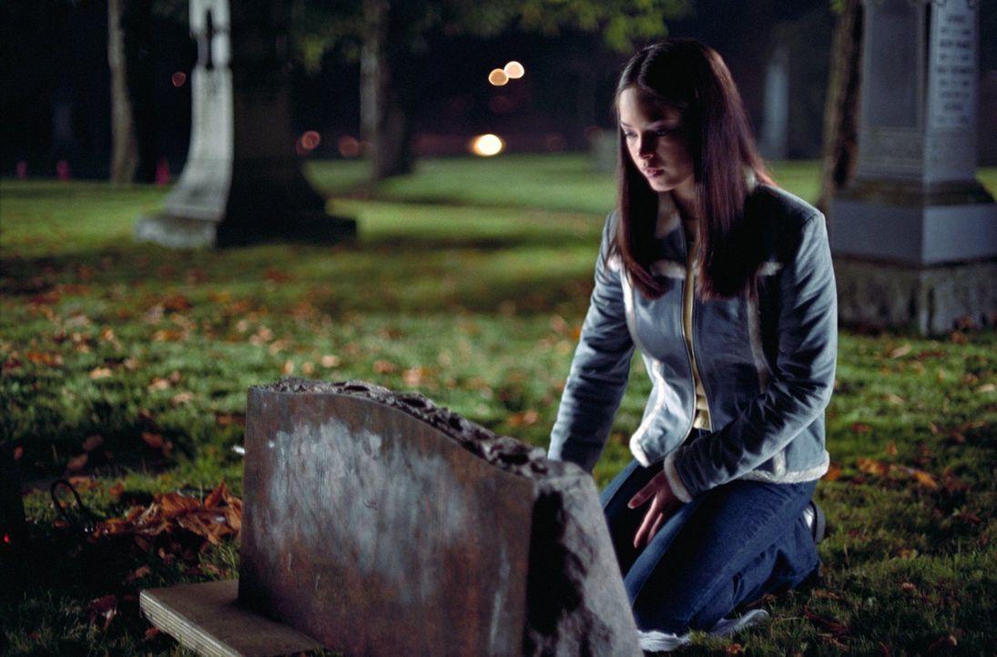Auch Laras (Kristin Kreuk) Leben hat sich seit dem Meteoritenschauer über Smallville grundlegend verändert: Sie musste mitansehen, wie ihre Eltern v... - Bildquelle: Warner Bros.