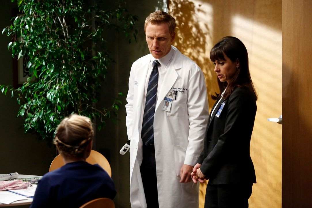 Während Arizona (Jessica Capshaw, l.) nach der Amputation ihres Beins weiterhin mit dem physischen aber auch psychischen Phantomschmerz zu kämpfen h... - Bildquelle: ABC Studios