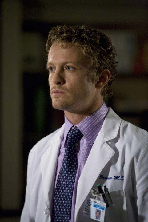 Ist besorgt um Pratts Zustand: Dr. Simon Brenner (David Lyons) ... - Bildquelle: Warner Bros. Television