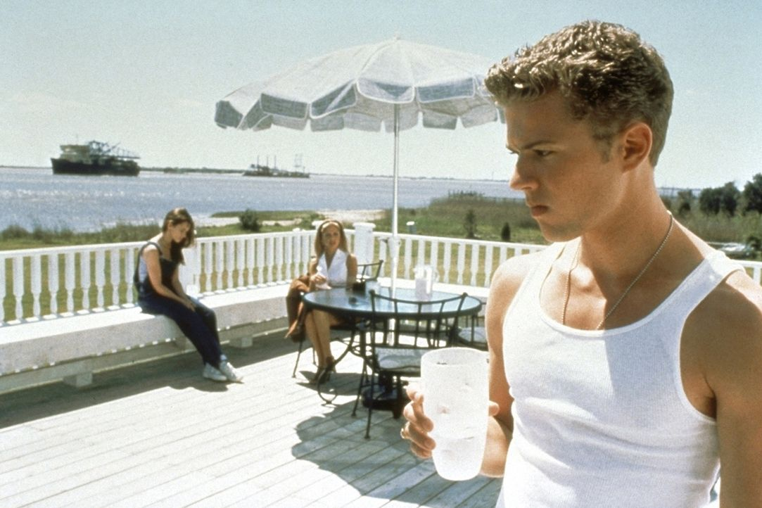 Irgendjemand weiß, was sie letzten Sommer getan haben: Julie (Jennifer Love Hewitt, l.), Barry (Ryan Phillippe, r.) und Helen (Sarah Michelle Gella... - Bildquelle: Columbia Pictures