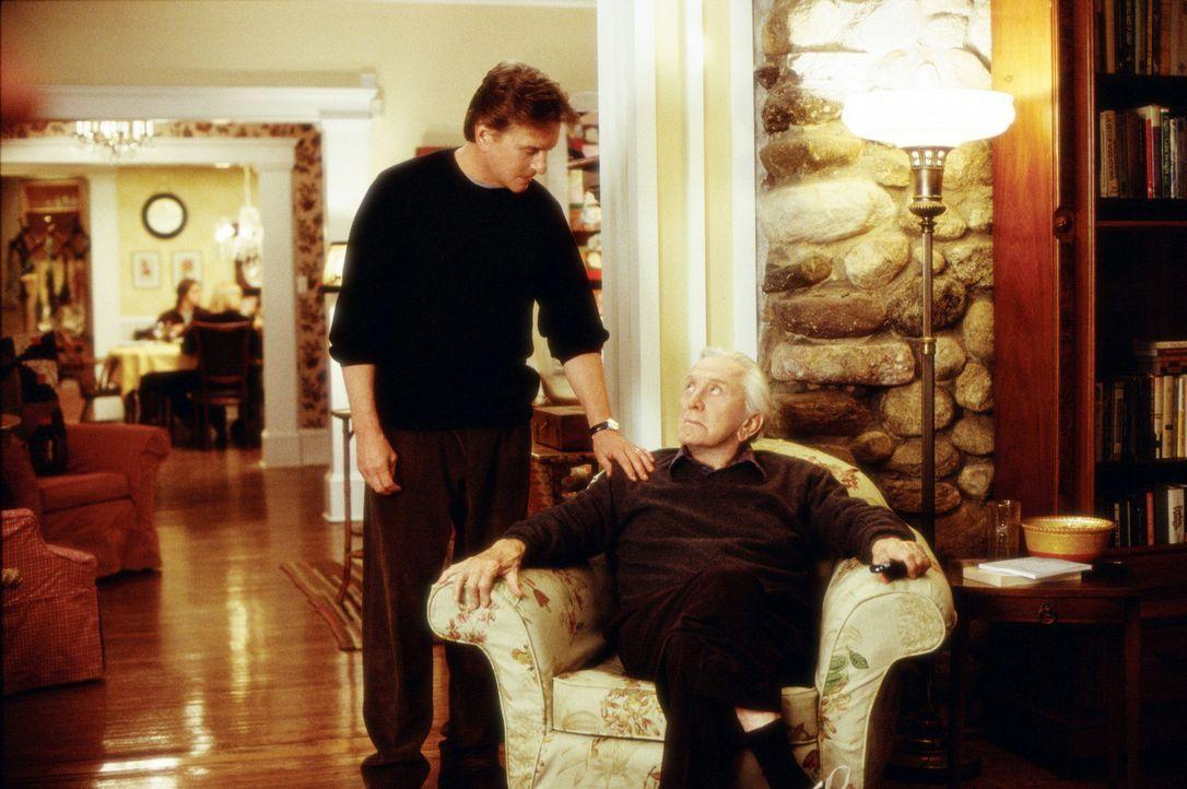 Haben noch eine ganze Menge aufzuarbeiten: Vater (Kirk Douglas, r.) und Sohn (Michael Douglas, l.) ... - Bildquelle: Andrew Schwartz Buena Vista International