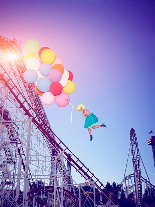 GNTM-Stf09-Epi03-BallonShooting-Emma-ProSieben-Brian-Bowen-Smith