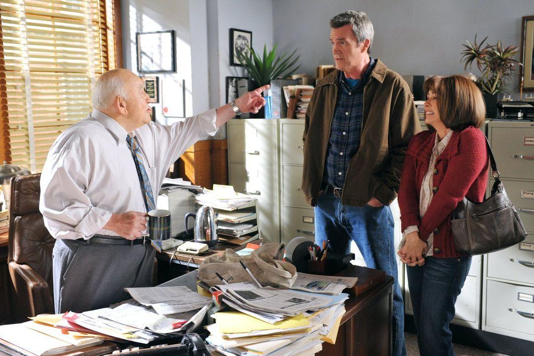 Brick nimmt einen Job als Zeitungsausträger an. Doch weil er den Job und die Schule nicht unter einen Hut bringen kann, suchen Frankie (Patricia Hea... - Bildquelle: Warner Brothers