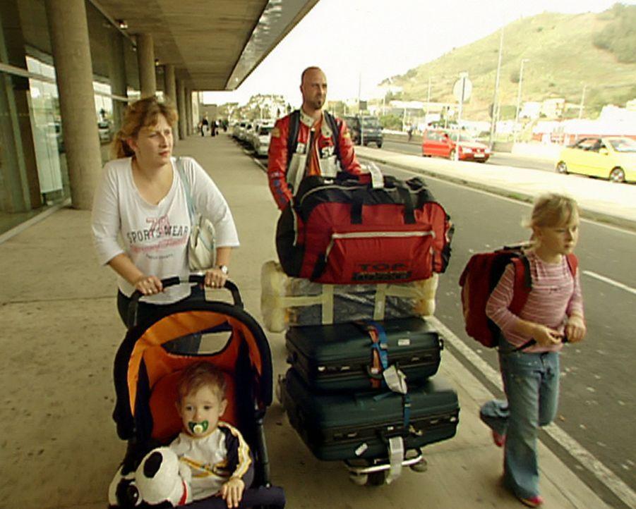 Ankunft auf Teneriffa: Familie Przybyllok will auf der Insel einen Neuanfang wagen ... - Bildquelle: kabel eins