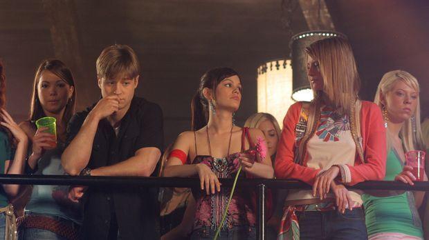 Wird es Ryan (Benjamin, McKenzie, l.), Summer (Rachel Bilson, M.) und Marissa...