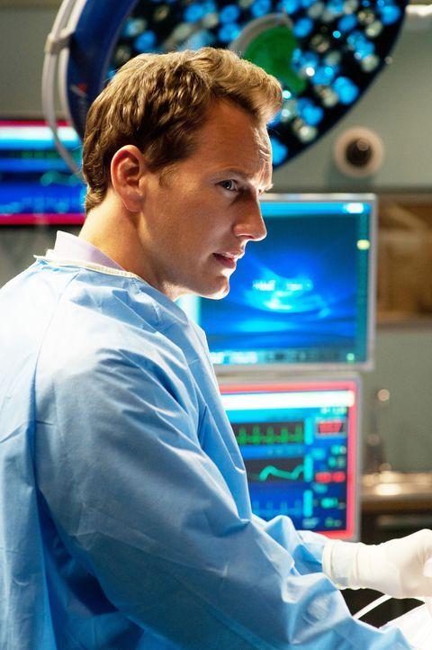 """Als der junge David in der """"Clinica"""" kollabiert und ein akutes Lungenödem entwickelt, zeigt sich, dass die Bakterien seine Nieren in einem hohen Ma... - Bildquelle: 2011 CBS BROADCASTING INC. ALL RIGHTS RESERVED"""