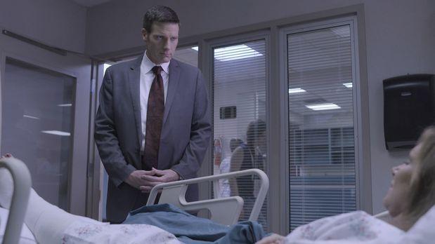 Lt. Joe Kenda (Carl Marino, l.) wird gerufen, um einen bizarren Fall der Verg...