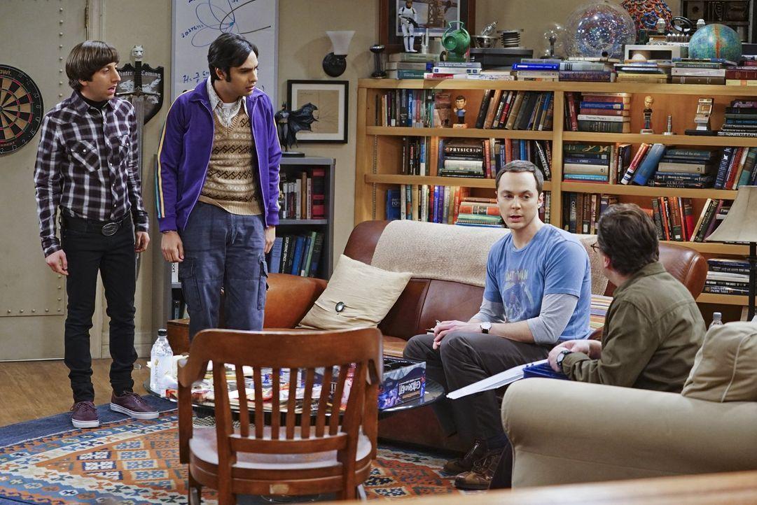 Noch wissen Leonard (Johnny Galecki, r.), Raj (Kunal Nayyar, 2.v.l.) und Sheldon (Jim Parson, 2.v.r.) nicht, wie sie mit der Neuigkeit von Howard (S... - Bildquelle: 2016 Warner Brothers
