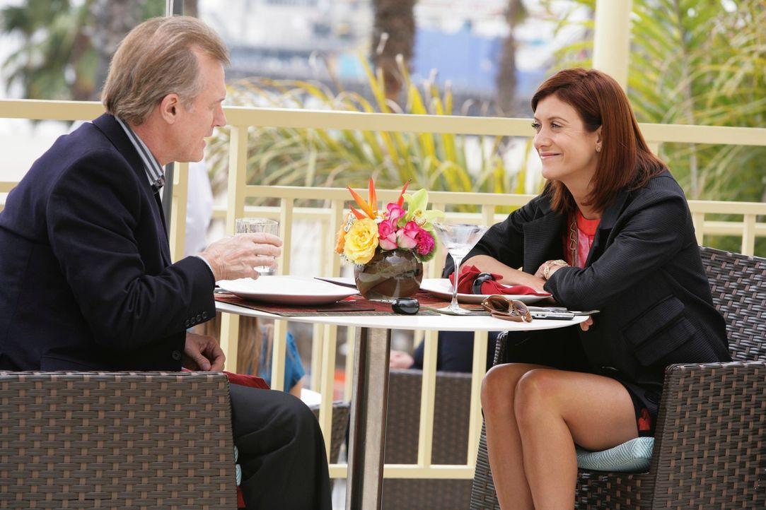 Addison (Kate Walsh, r.) bekommt überraschend Besuch von ihrem Vater (Stephen Collins, l.). Ein heikle Sache, da sie eigentlich nichts mehr mit ihm... - Bildquelle: ABC Studios