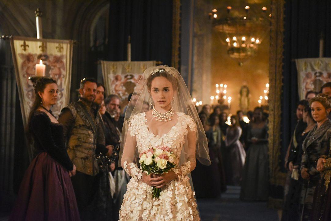 Da Leith tot geglaubt wird, heiratet Claude (Rose Williams) ihrer Mutter zuliebe den charmanten Luc Narcisse. Doch ihre große Liebe Leith ist näher... - Bildquelle: John Medland John Medland/The CW -   2017 The CW Network, LLC. All Rights Reserved.