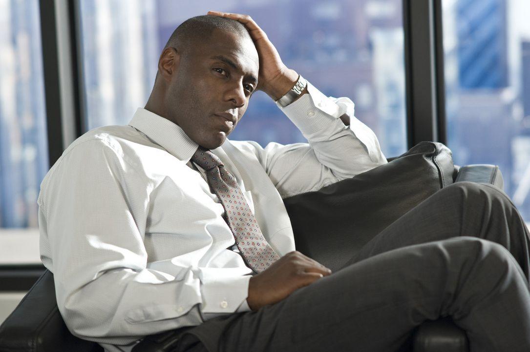 Viel zu spät bemerkt Vermögensverwalter Derek Charles (Idris Elba), dass seine neue Bürohilfe eine Psychopathin ist, die ihn um jeden Preis haben... - Bildquelle: 2009 Screen Gems, Inc. All Rights Reserved.